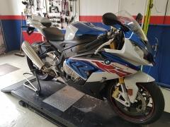 Vom Straßen zum Rennmotorrad BMW S 1000 RR